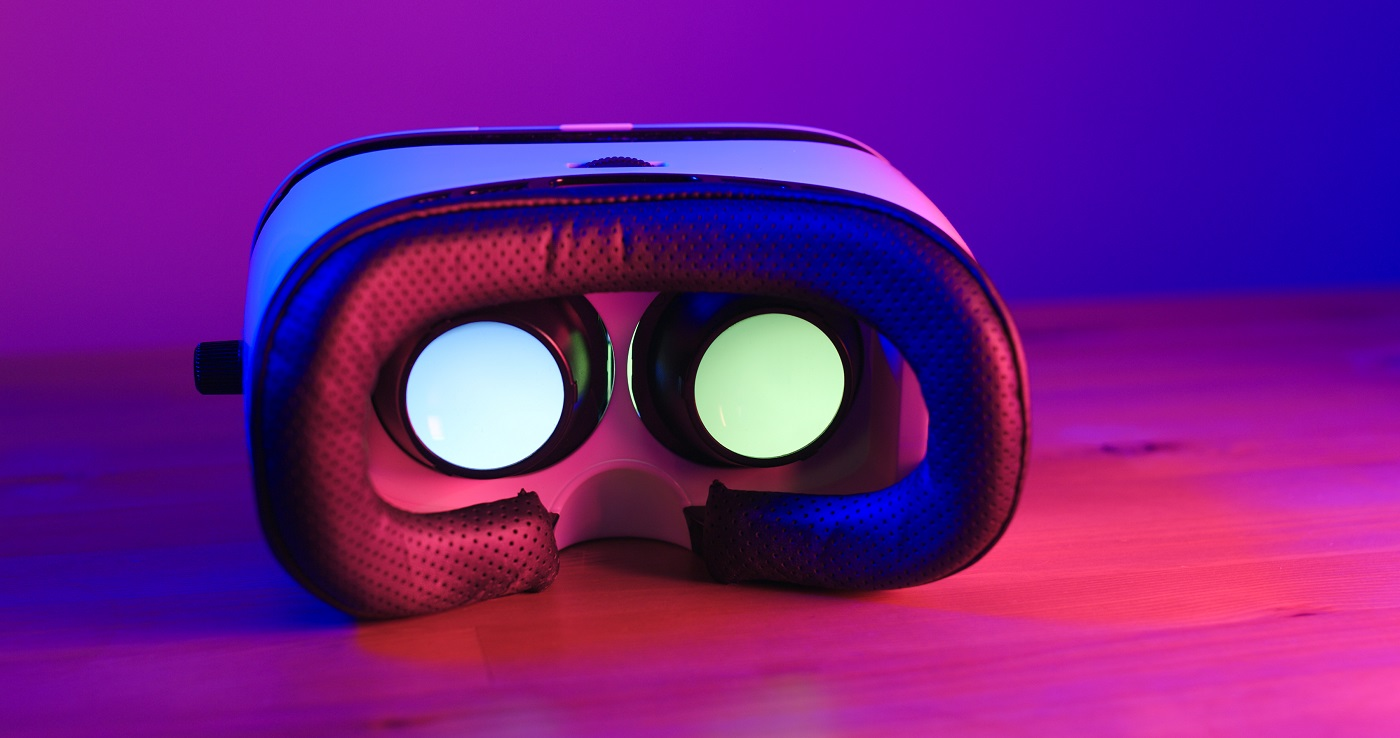 Virtual reality device with purple and pink light